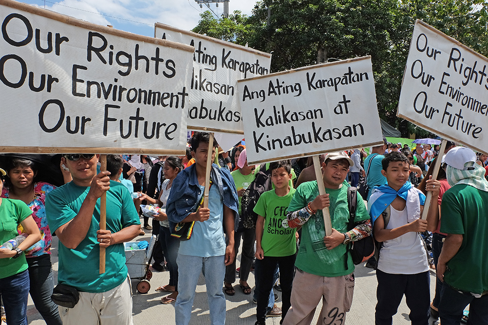 Anti-irresponsible mining groups hold rally outside the Senate gates, March 1, 2017. ROY LAGARDE