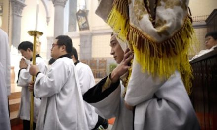 China detains pastor for singing worship song