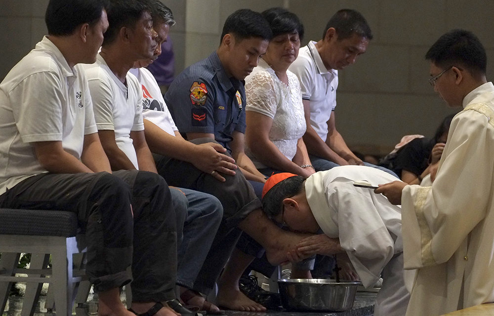 Cardinal Tagle marks Holy Thursday by washing feet of former drug addicts