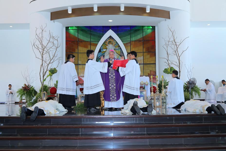 New priests ordained on Zamboanga's 107th anniv