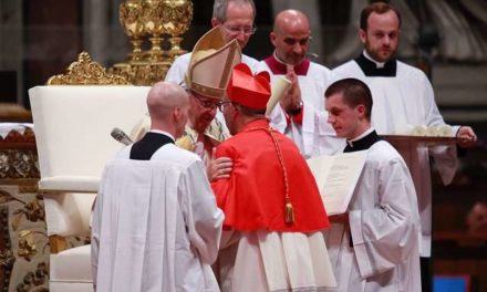 Keep your eyes fixed on the cross, Pope urges new cardinals