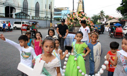 Quiapo shrine celebrates santacruzan with street kids