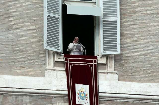 Trust in Christ – not in horoscopes, Pope Francis says