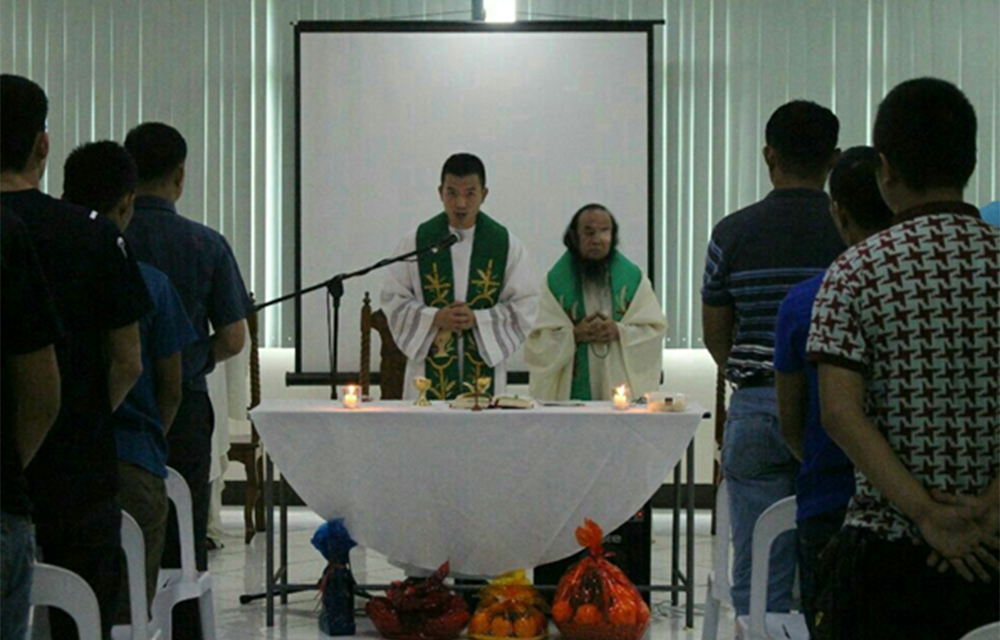 Father Chito celebrates first Mass after freedom