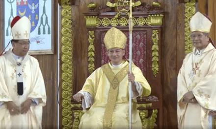 New Naval bishop assumes post