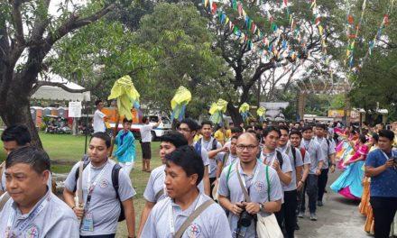 Seminarians beg forgiveness for priests' sins
