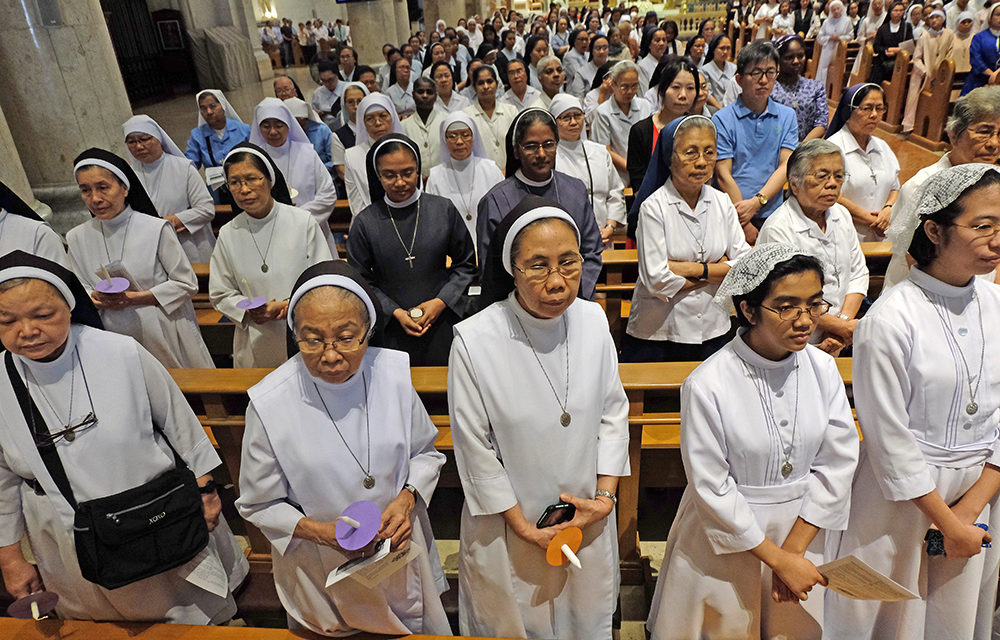 Pope to religious: Your hearts must be open 24-7