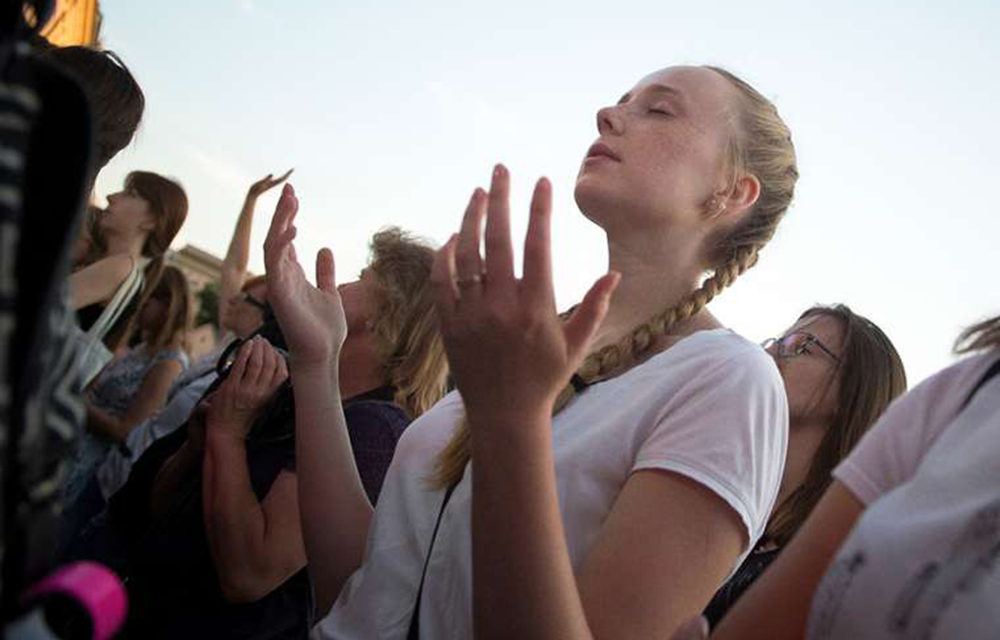 Vatican encourages youth participation in pre-synod meeting via Facebook