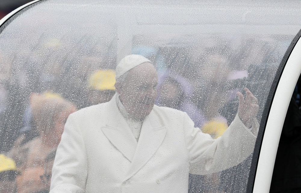 Leave Mass praising God, not gossiping about others, pope says