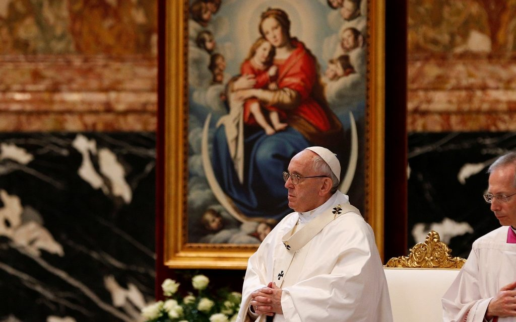 Repentant sinners need merciful confessors, not inquisitors, pope says
