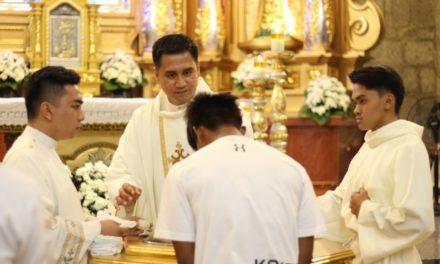 Parish welcomes converts on Easter vigil