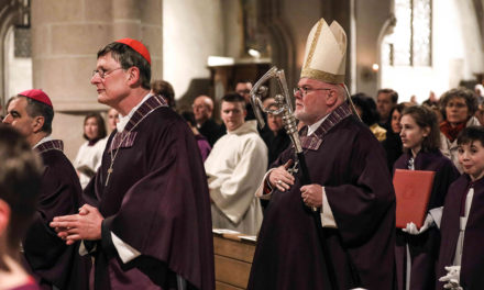Pope asks German bishops to try to find unanimity on Communion question