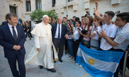 'Selfie' culture leads to alienation, departure from reality, pope says