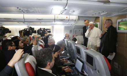 Pope to journalists: Be responsible, avoid ideological warfare