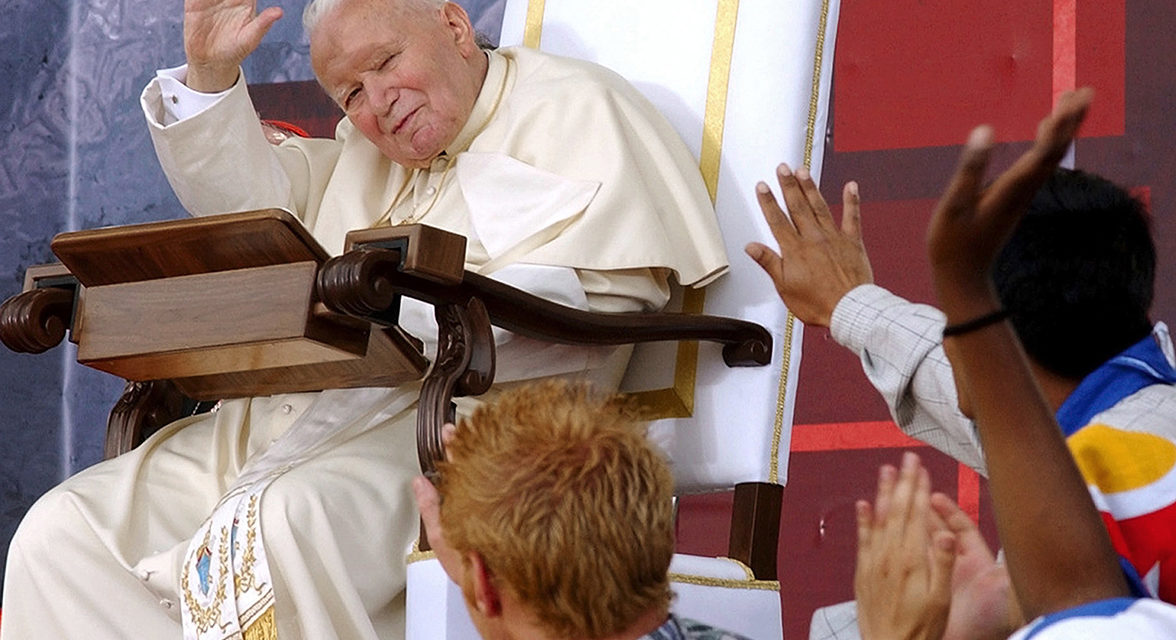 Longtime papal photographer talks about life behind the lens