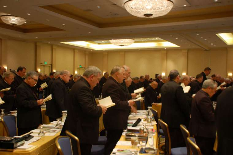 US bishops to hold retreat following abuse scandals