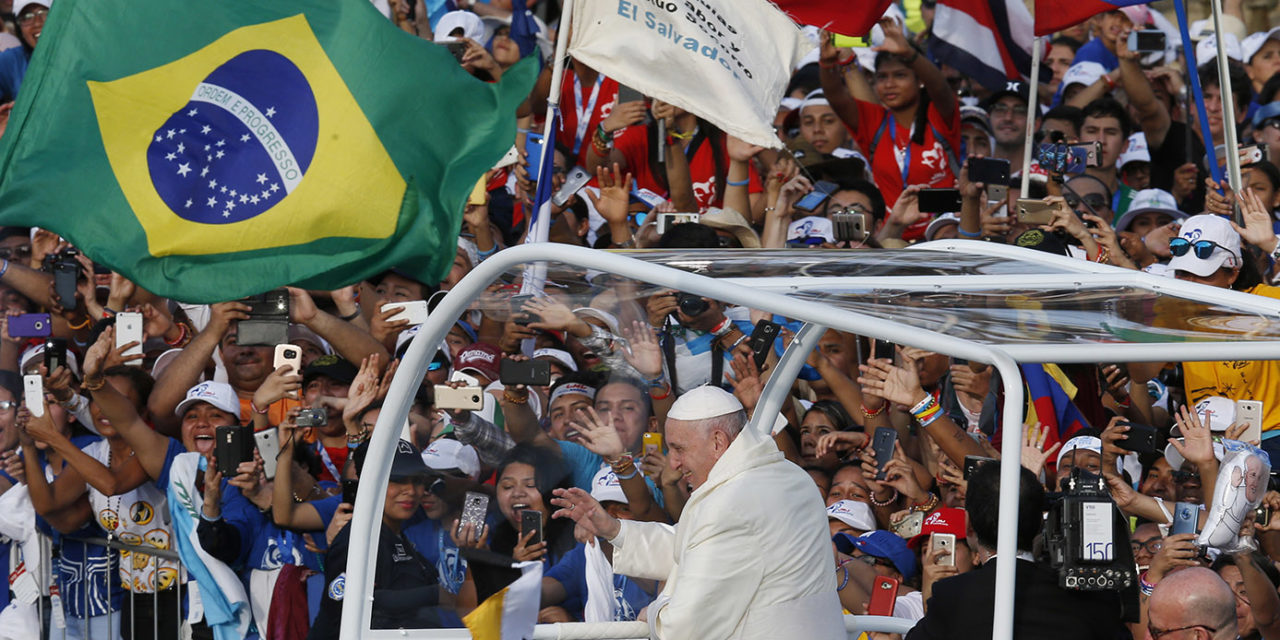 Keep God's love alive, pope tells young people at World Youth Day