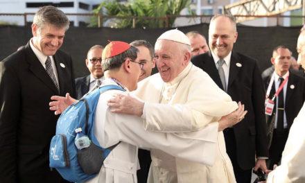 Cardinal Tagle greets Pope Francis during WYD Panama