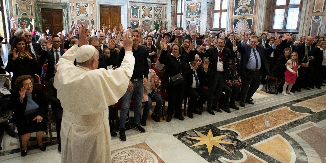 Church needs joyful disciples, pope tells young people, deaf association