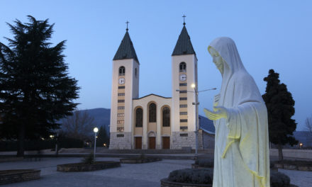 Not ruling on apparitions, pope allows pilgrimages to Medjugorje