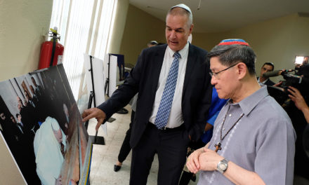 Manila photo exhibit features pope's visit to Holy Land