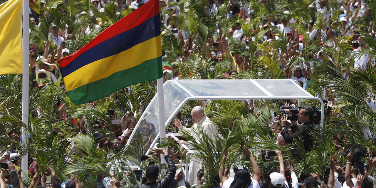 Amid economic growth, pope urges Mauritius to care for the young, poor