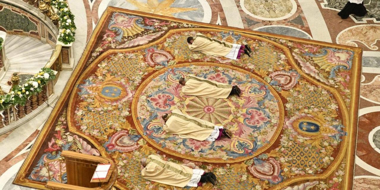Proclaim God's word, avoid boring speeches, pope tells new bishops