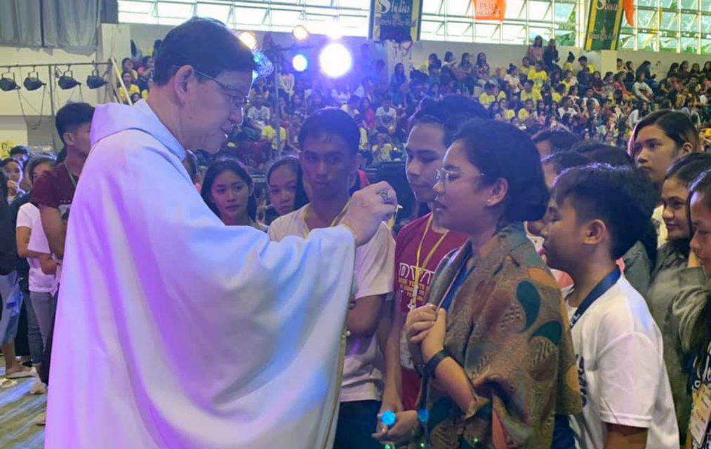 Bishop to youth: Give more time to Jesus than on your cellphones