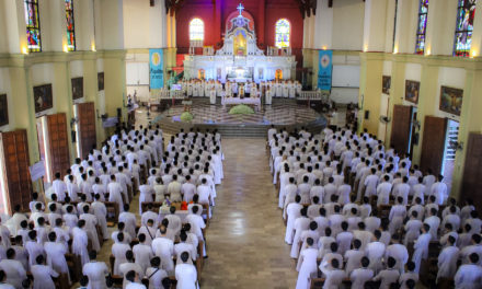 Archbishop to seminarians: Avoid materialism, be close to poor