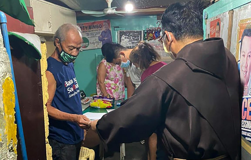 Caritas Manila gives P1-billion gift certificates to help poor amid lockdown