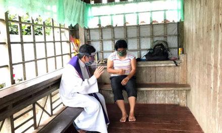 Leyte priest offers 'door-to-door' confession, communion amid lockdown