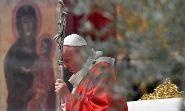 Pope Francis on Palm Sunday: Let us stand before the crucifix in our homes