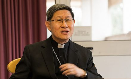 Cardinal Tagle urges dads to bring children closer to Jesus