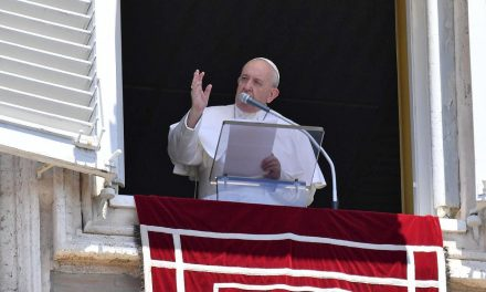 Pope Francis to Catholics: Do not fear persecution, violence