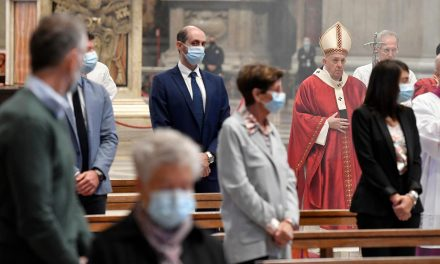 Pope Francis starts fund of 1 million euros for Rome's unemployed after coronavirus