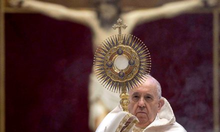 Pope Francis: The Eucharist gives us Christ's healing love