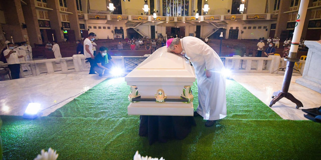 LOOK: Remains of Archbishop Cruz arrive in Dagupan cathedral