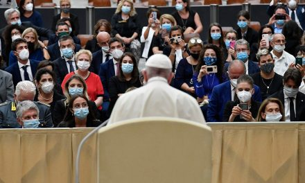 Pope Francis: Don't let financial concerns dominate healthcare