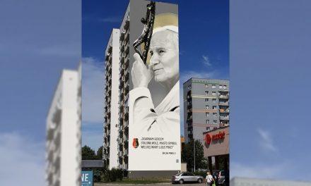 Polish city unveils giant St. John Paul II mural in centenary year