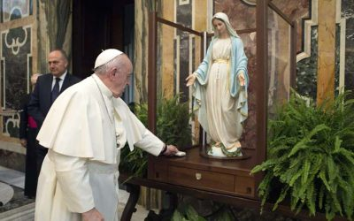 Pope Francis blesses Our Lady of the Miraculous Medal statue