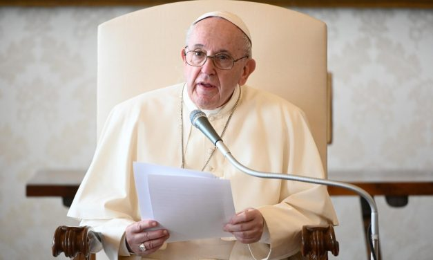 Pope Francis encourages Argentine women opposing legal abortion
