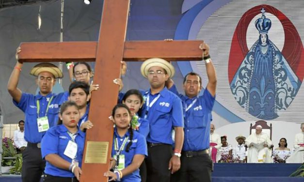 World Youth Day cross given to Portoguese youth ahead of international gathering