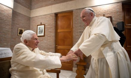 Benedict XVI has not lost his voice, says Archbishop Gänswein