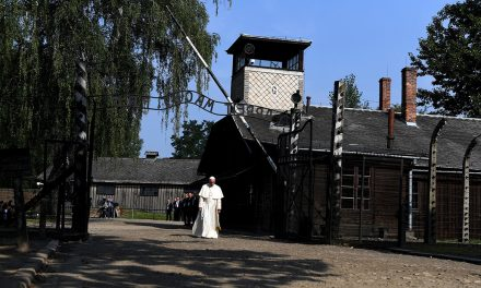 Pope Francis on Holocaust Remembrance Day: 'These things can happen again'