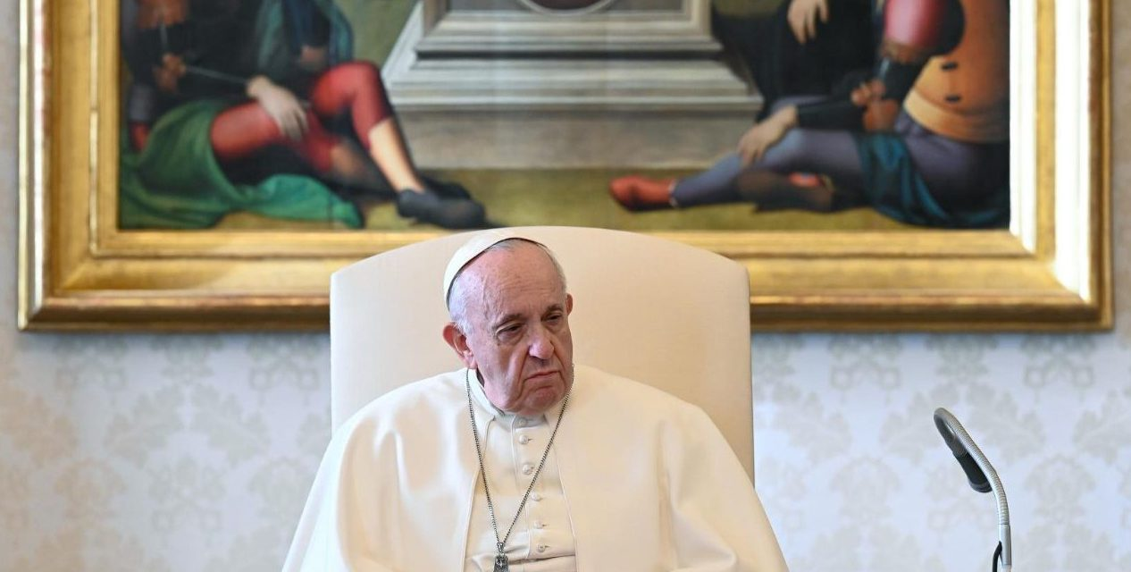 Pope Francis: Praise God above all in difficult moments