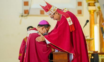 Archbishop Baccay of Tuguegarao receives sacred pallium