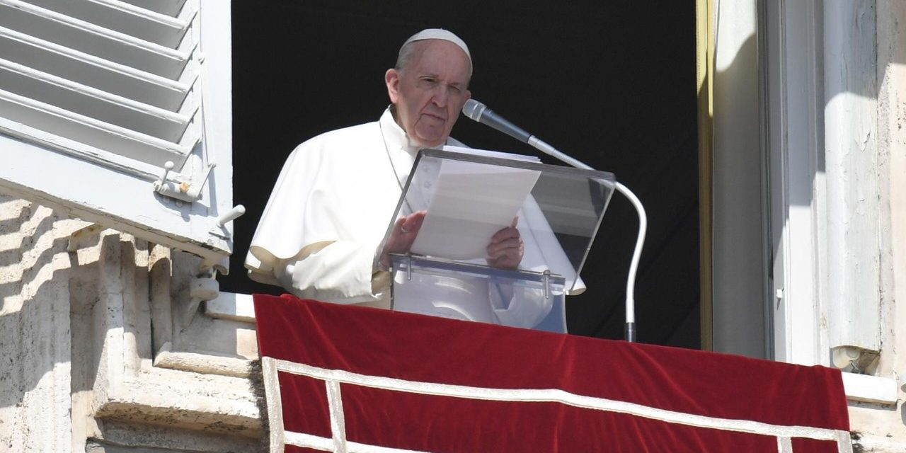 Pope Francis honors sacrifice of medical workers who died in coronavirus pandemic