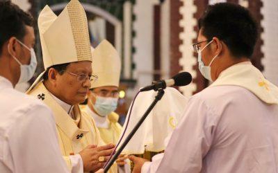 Cardinal Bo: 'Merciless killings' turning Burma into '21st-century Calvary'