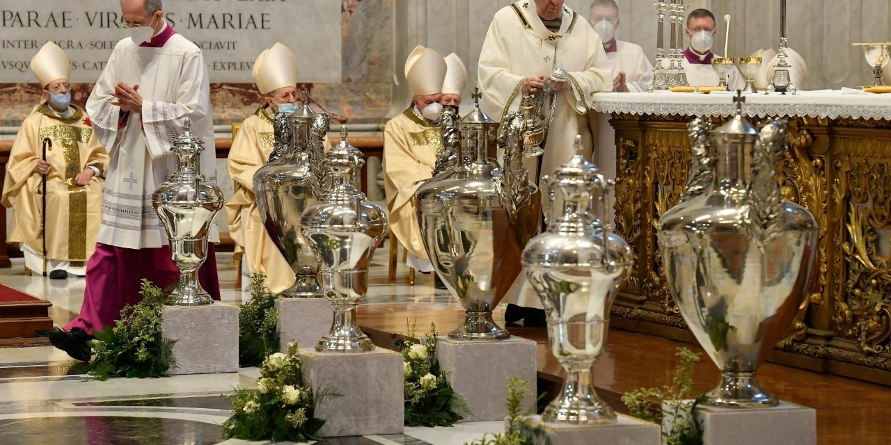 Pope Francis tells priests at Chrism Mass: 'The cross is non-negotiable'