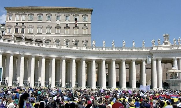 Pope Francis: To love like Christ means saying 'no' to love of money, vanity, power
